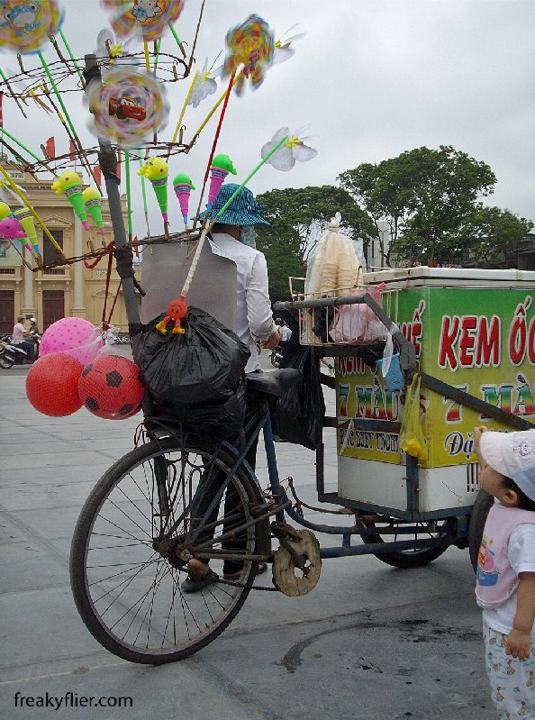 Hai Phong Ice Cream vendor
