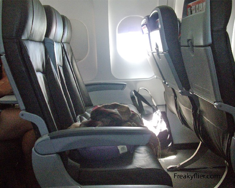 Jetstar Airways Airbus a3210-200, seat row 28