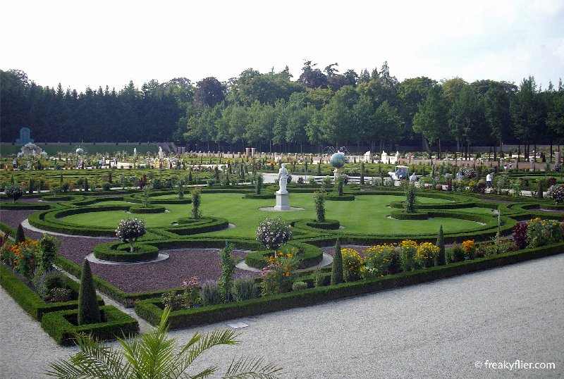 Parterres and statues at Het  Loo Palace Gardens