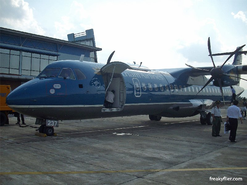 Vietnam AIrlines ATR72-500 AT Dong Hoi Airport