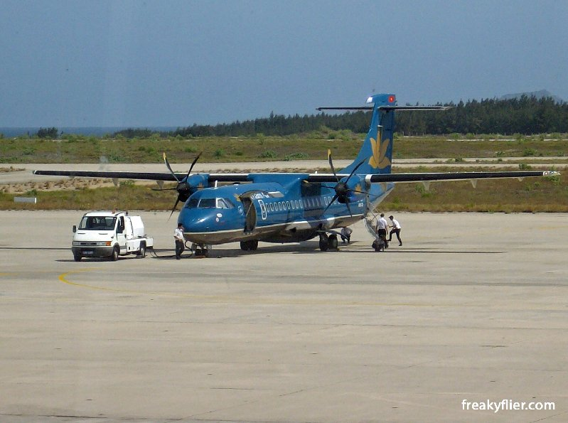 A Vietnam AIrlines ATR72-500 (Picture taken at Nha Trang Airport)