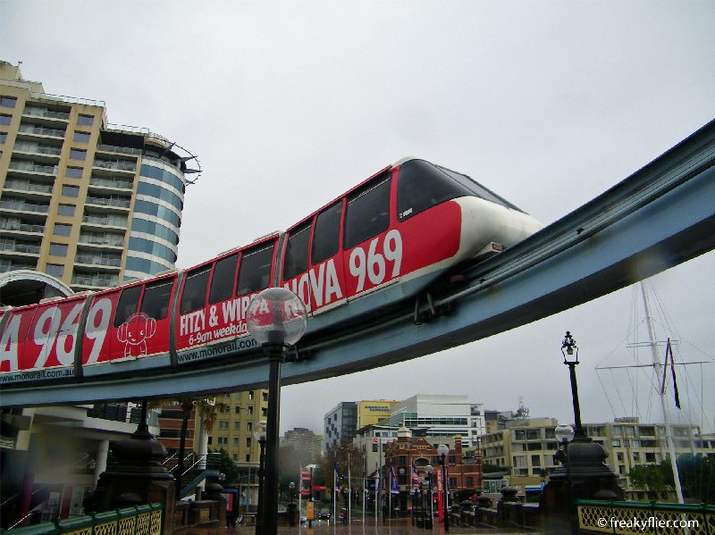Sydney Monorail pulling into Harbourside Statio
