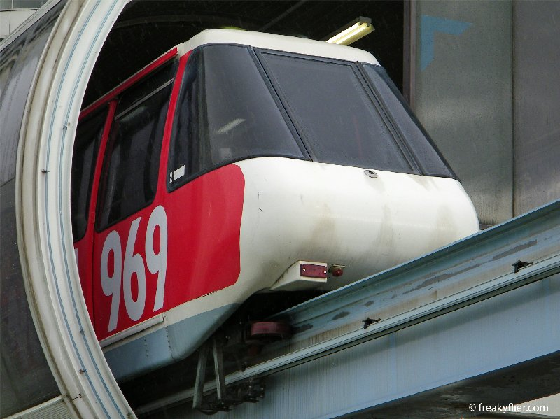 Monorail at Harbourside Station