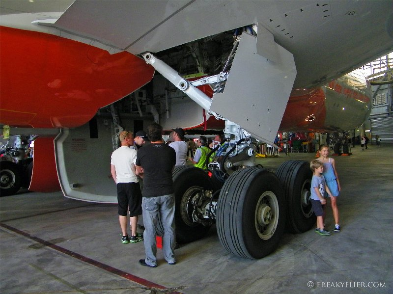Getting up close to one of the landing gears on Jetstars first 787-8