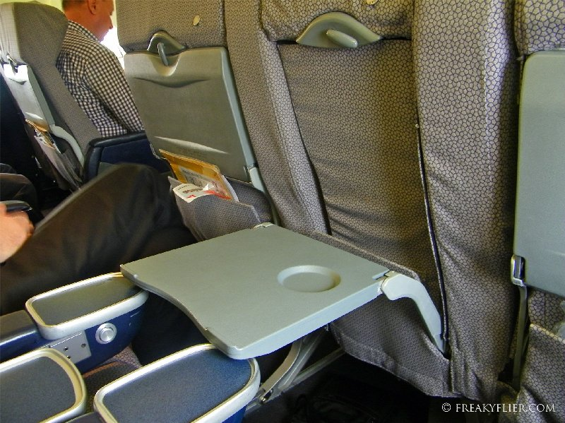 Middle tray table in Business Class on the 737-400