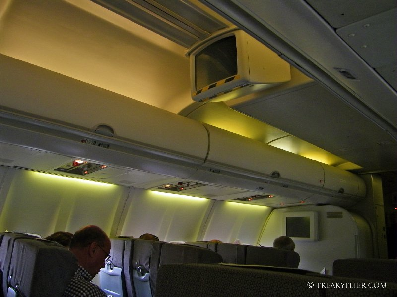 Drop down tv screens on the 737-400