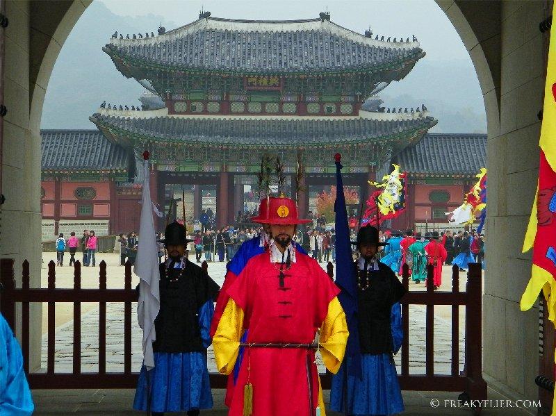 The new guard outside Gwanghwamun Gate at Gyeongbokgung Palace