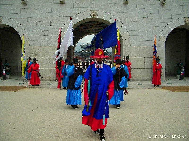 The changing of the Guard outside Gwanghwamun Gat at Gyeongbokgung Palace