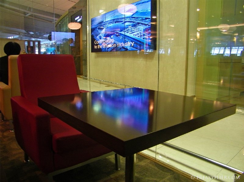 Discreet tables for two (or one)