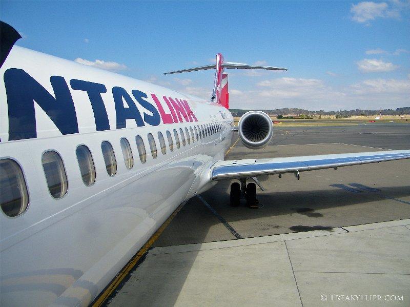 Boarding QantasLink Boeing 717 - VH-YQT