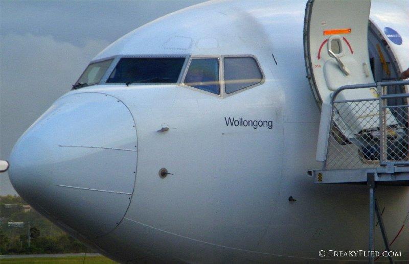 Qantas Airways Boeing 737-800, VH-VXU, Wollongong