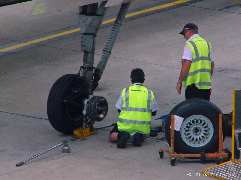 QantasLink Dash-8 Q400 wheel brace ready for the new tyre