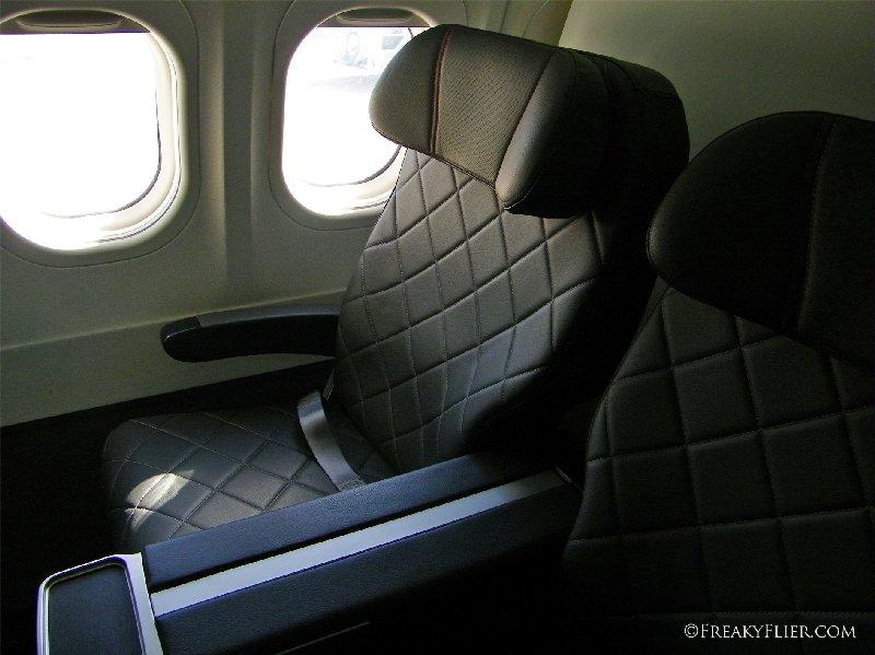Business Class seat 3D on QANTASLINK Boeing 717-200 VH-YQV