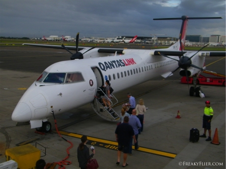 Early morning departure from Sydney onboard QantasLink Dash 8 Q400