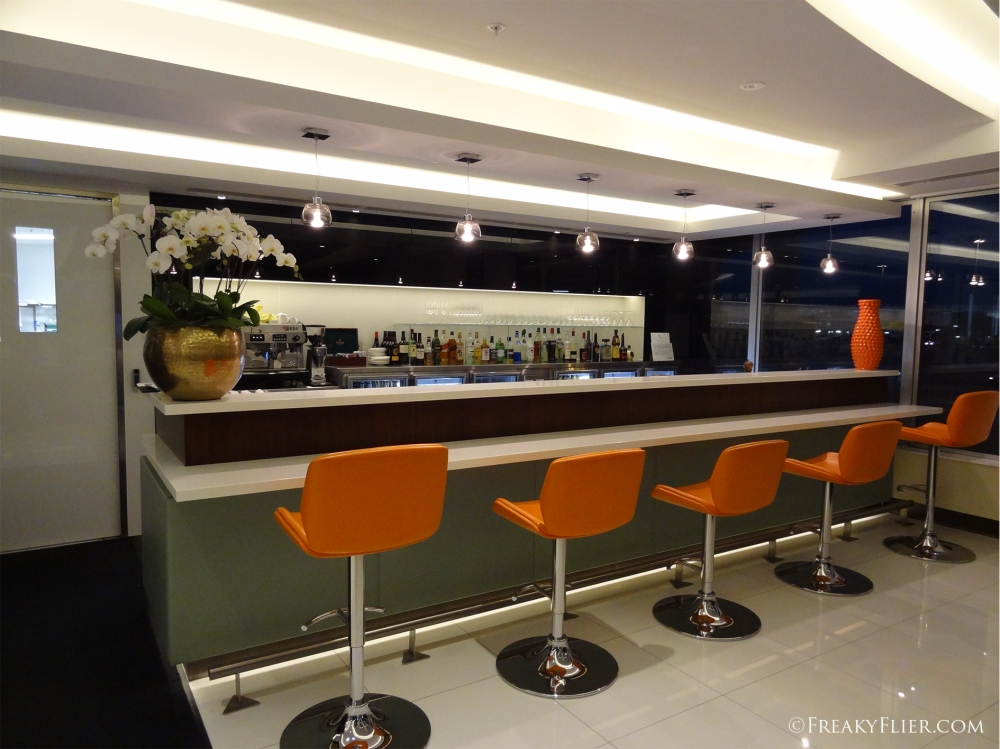The main bar in the Etihad Lounge
