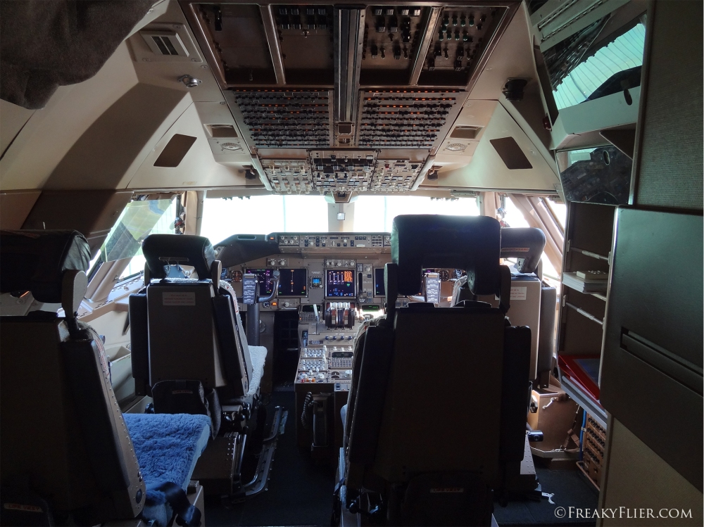 The flight deck on board the 747-400