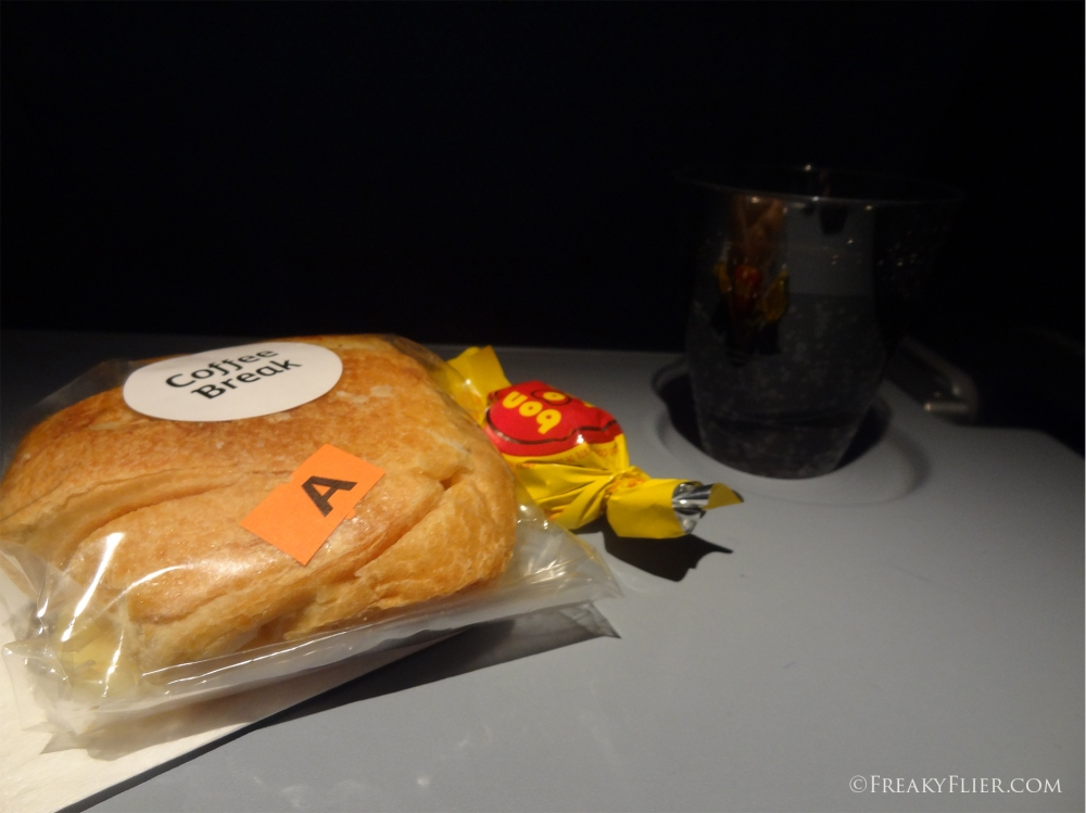 snack-on-board-the-flight-from-buenos-aires-to-santiago